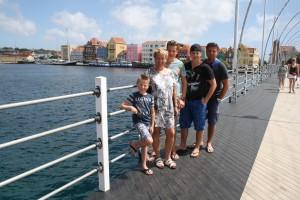 Op de pontjesbrug in Willemstad
